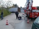 Menschen mit Behinderungen besuchen die Feuerwehr